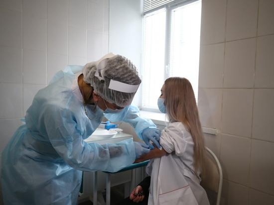 В Астраханской области от COVID-19 привились более 300 тысяч человек