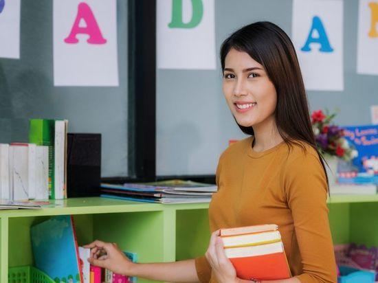 Более 90% петербургских педагогов получили единовременные выплаты