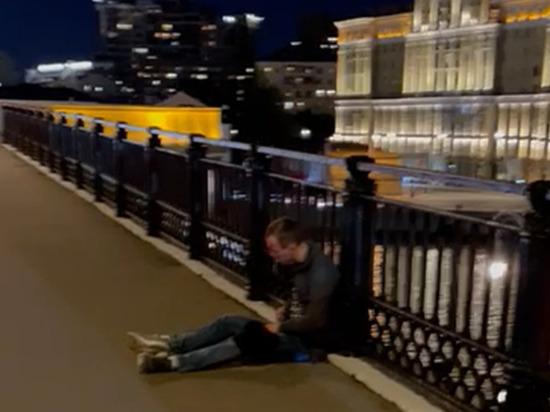 Подробности убийства врача на мосту в центре Москвы: замешан самокат