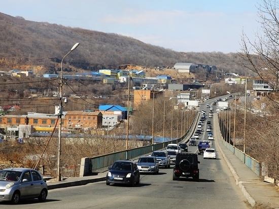 Рамки против большегрузов начинают ставить на Рудневском мосту во Владивостоке