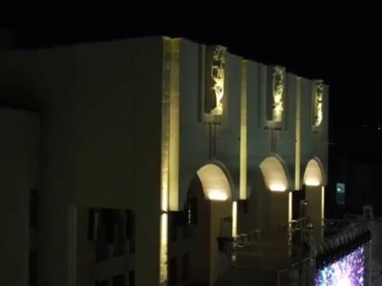 В Курске на драматическом театре заработала новая архитектурная подсветка