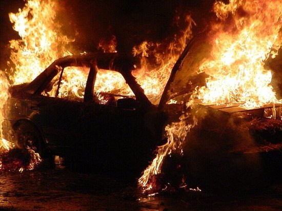 Ночной автопожар разбудил жителей одного из районов Кемерова