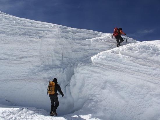 Туристка из Красноярска погибла после схода ледника в Карачаево-Черкесии