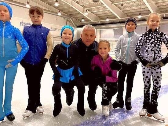 Призер Олимпиады провел тренировку для юных фигуристов из Лабытнанги