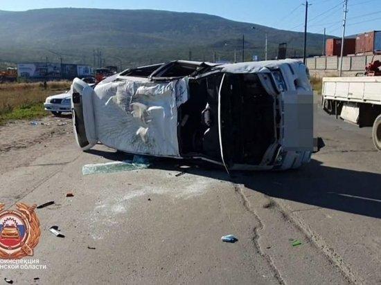 В Магадане водитель Мицубиси госпитализирован после того, как пошел на обгон
