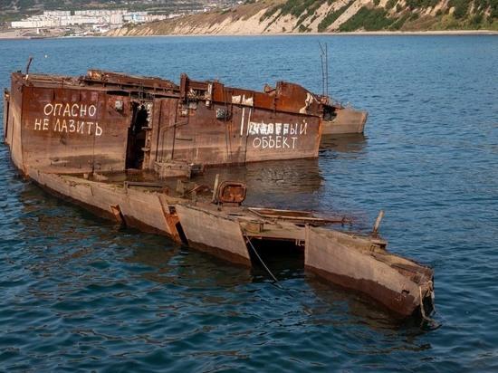 Со дна бухты Нагаева в Магаданской области поднимут подводную лодку