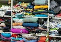 Одежду, обувь и игрушки могут бесплатно взять в гуманитарной комнате нуждающиеся жители Муравленко