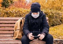 Прошло всего две недели с начала учебного года, а в школах уже фиксируют случаи заболеваний ОРВИ и COVID‑19. На фоне растущего числа заболеваний вирусными инфекциями в Петербурге начали вакцинировать от коронавируса будущих мам.
