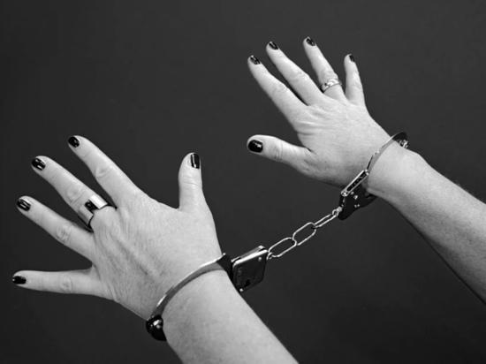 Шампунь и кондитерские изделия похитила 59-летняя великолучанка