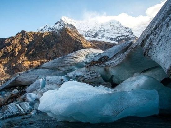 Сход ледника в Домбае: погибли две туристки, одну госпитализировали
