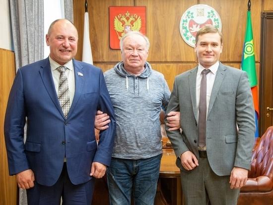 Глава Хакасии встретился с известным российским актёром Юрием Кузнецовым