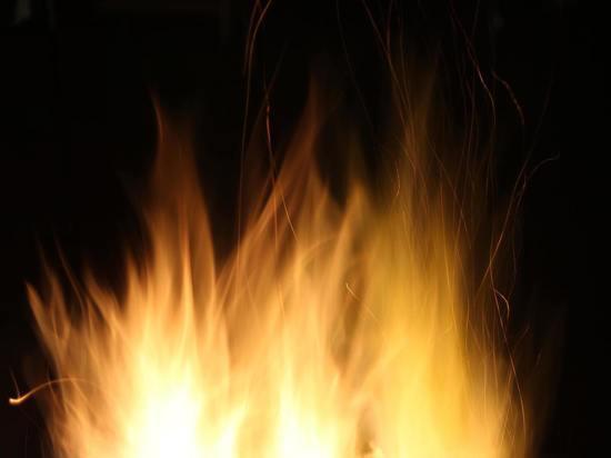 В Кемерове на территории школы случился пожар