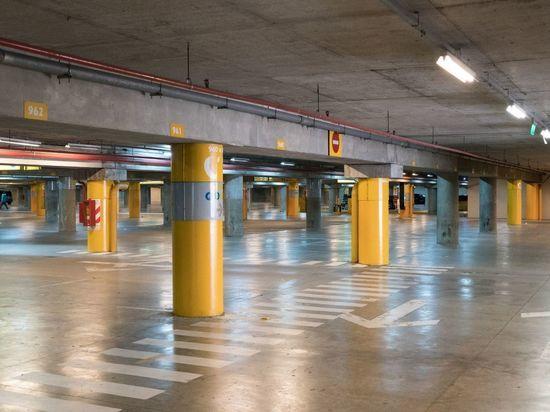 Водоканал назвал причину потопа в подземном паркинге на Заневском проспекте
