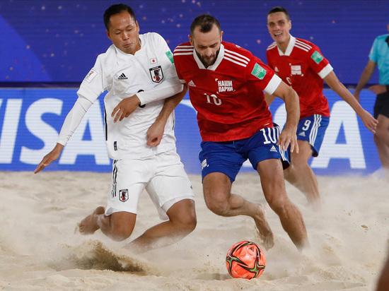 Обычные российские футболисты нас давно не могут ничем удивить — кроме высоких зарплат и громких скандалов, остается надеяться только на сборную по пляжному футболу
