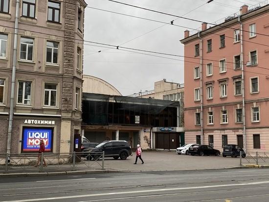 В КИО опровергли скорый снос Невского рынка
