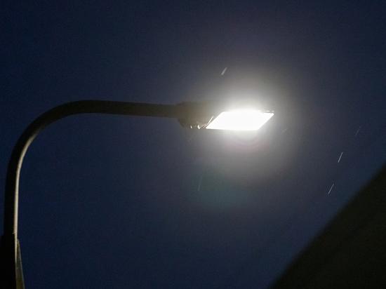 Освещение вернулось в псковский двор после жалобы местного жителя