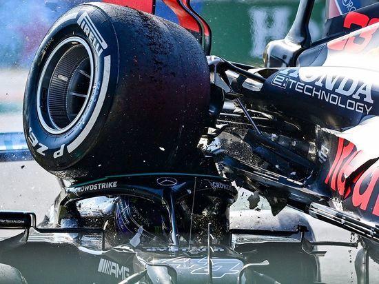 """В """"Формуле"""" снова жарко: лидеры устроили свалку, в Сочи продолжат"""