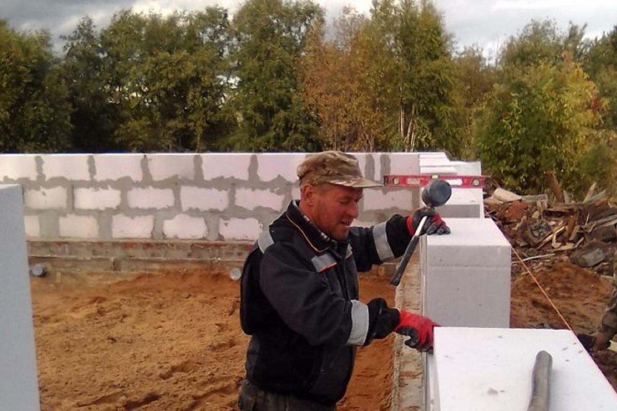 В костромском райцентре Пыщуг строят новую баню на месте сгоревшей