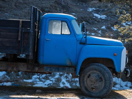 Житель Всеволожска угнал грузовик из-за нехватки денег на такси photo