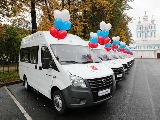 Многодетные семьи Петербурга сели за руль микроавтобусов