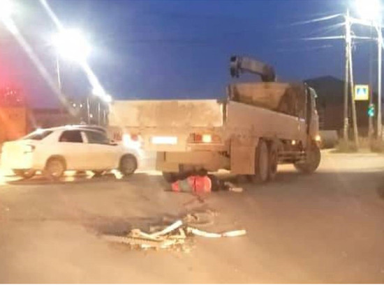 В Якутске велосипедиста сбил грузовик
