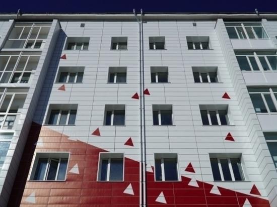На Колыме дом, куда переселят людей из ветхого жилья, оснастили системой безопасности