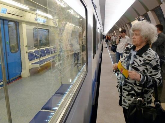 В Москве двое пассажиров проникли в тоннель метро