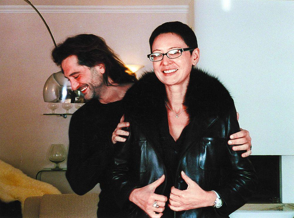 После смерти мужа Ирина Хакамада заговорила о мести: совместные фото