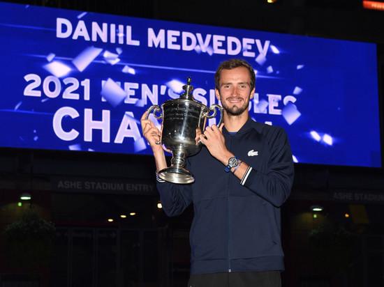 Медведев стал богаче на 2,5 млн: считаем доходы лучшего теннисиста России