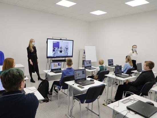 В этом году в регионе шло обустройство школьных компьютерных классов, а также создание Центра цифрового образования «IT-куб» в городе Соколе