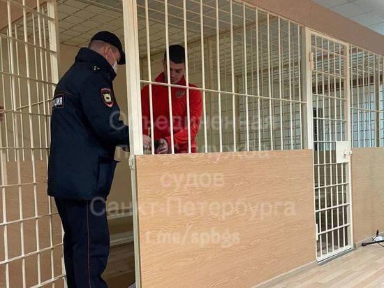 Гонявшего пьяным по центру Петербурга блогера арестовали