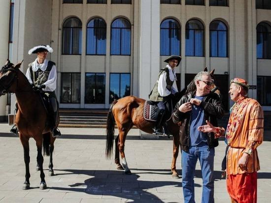 С деятелями культуры Курской области встретился известный актер Сергей Жигунов