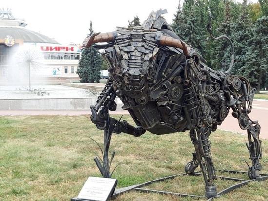 В Курске на площади возле цирка появился металлический бык