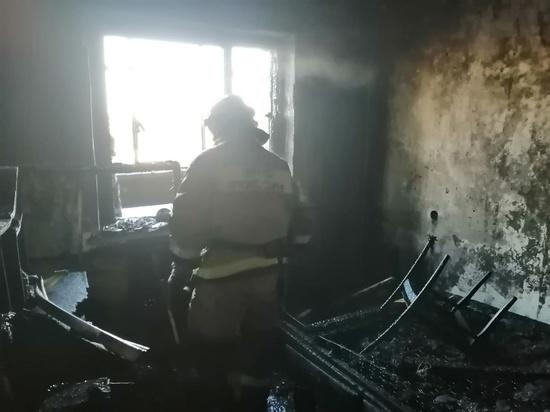 В Курске на улице Крюкова на 9-м этаже дома cгорели балкон и комната квартиры