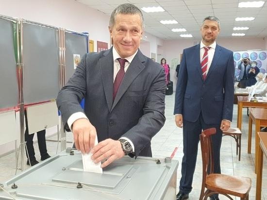 Полпред Юрий Трутнев проголосовал за депутатов Госдумы в Чите