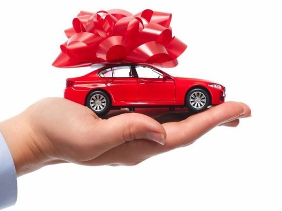 Жительница Магадана выиграла машину, купив по случаю лотерейный билет
