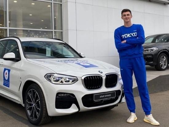 Призёр Олимпиады Ильяс Куркаев из Новосибирска показал подаренный BMW
