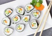 Японские суши во всем мире давно перестали быть экзотикой, став привычным блюдом не только в ресторанах, но и в службах доставки