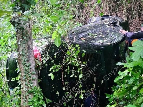 Легковая машина упала с обрыва в Сочи