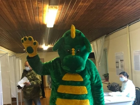 На рязанский избирательный участок пришёл человек в костюме дракона
