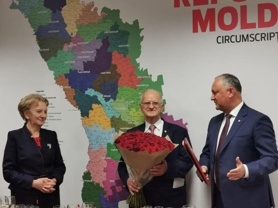 Игорь Додон поздравил экс-председателя ПСРМ Эдуарда Смирнова