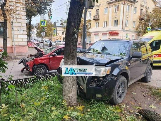 В Ярославле кроссовер протаранил «Ладу-Калину»