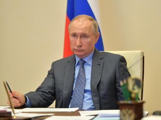 """В Кремле отвергли идею уволить """"виновных"""" в самоизоляции Путина"""
