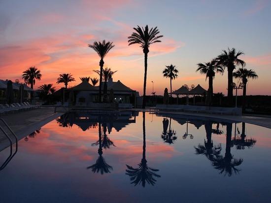 Туристы из Петербурга пожаловались на массовое отравление в отеле Туниса
