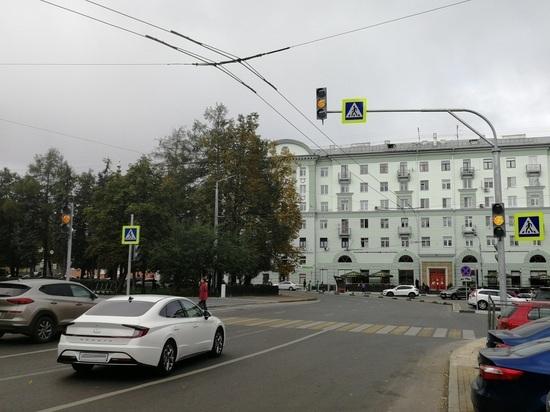 На площади Горького в Нижнем Новгороде установили новый светофор