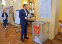 Глава Сочи вместе с женой проголосовали на выборах депутатов Госдумы