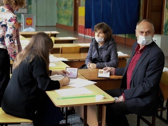 «Нет атмосферы праздника»: жители Новосибирска рассказали о своём отношении к трехдневным выборам без булочек