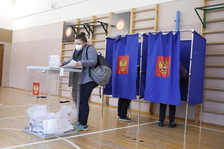 На выборах в Петербурге заметили «карусельщиков» в спортивных костюмах