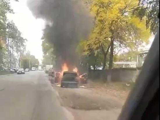 Вспыхнула как спичка: в Ярославле сгорела иномарка