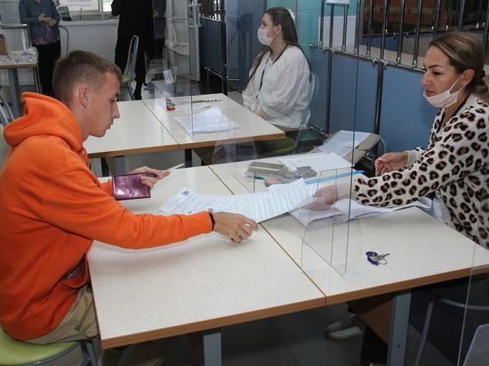 Камышане активно голосуют в новой школе-тысячнике